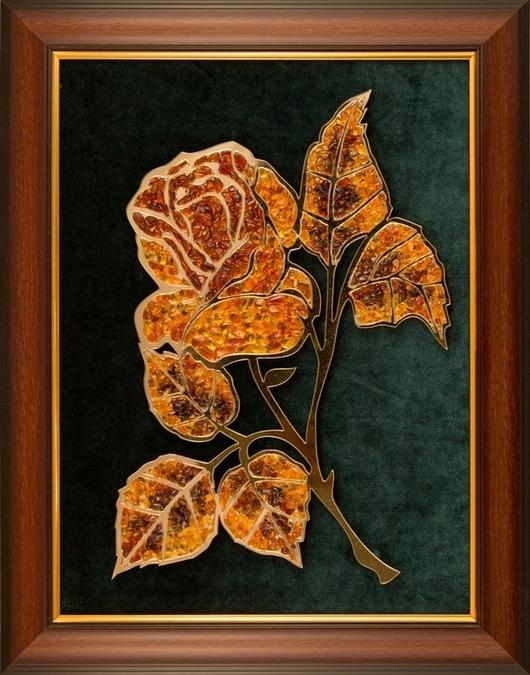 Янтарная роза станет прекрасным подарком,  добавит элегантности и изысканности любому помещению - она прекрасно смотрится в спальне, прихожей, гостиной.