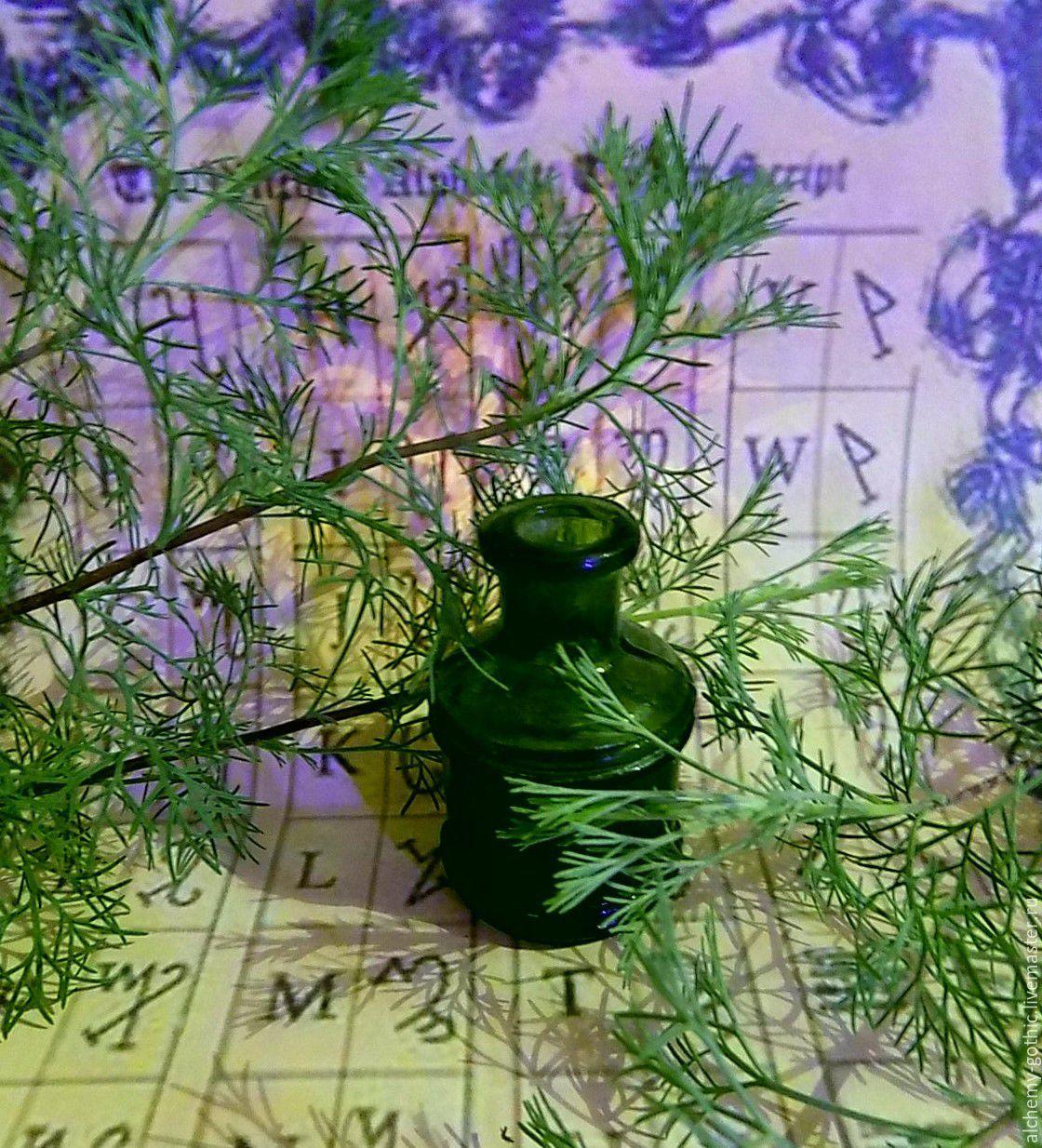 Фотосессию украсила старинная бутылочка из магазина http://www.livemaster.ru/zlatnique