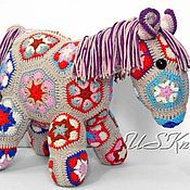 Куклы и игрушки ручной работы. Ярмарка Мастеров - ручная работа Вязаная игрушка-сувенир Лошадка. Handmade.