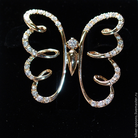 Кулон `Золотая бабочка`. Подвеска `Золотая бабочка`. Украшение `Золотая бабочка`. Бабочка с драгоценными камнями.