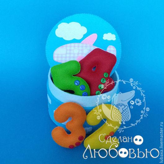 """Развивающие игрушки ручной работы. Ярмарка Мастеров - ручная работа. Купить Цифры из фетра в шкатулке """" Летим над облаками """". Handmade."""