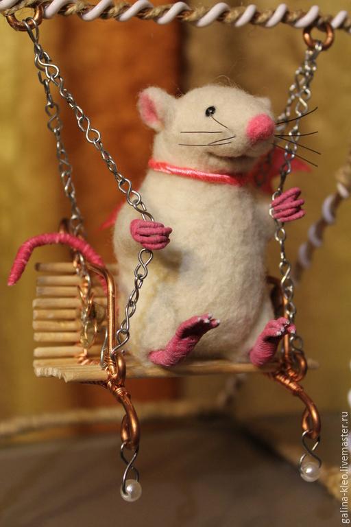 Коллекционные куклы ручной работы. Ярмарка Мастеров - ручная работа. Купить Мышь на качелях. Handmade. Разноцветный, игрушка ручной работы
