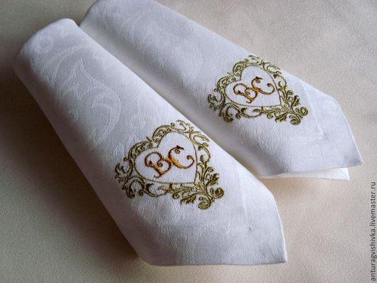 Cалфетки с вышивкой `Свадебный вензель `- прекрасный подарок на свадьбу, на юбилей свадьбы.