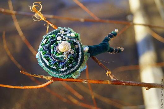 Броши ручной работы. Ярмарка Мастеров - ручная работа. Купить Зеленая бархатная брошь Неслышное дыхание весны. Handmade.