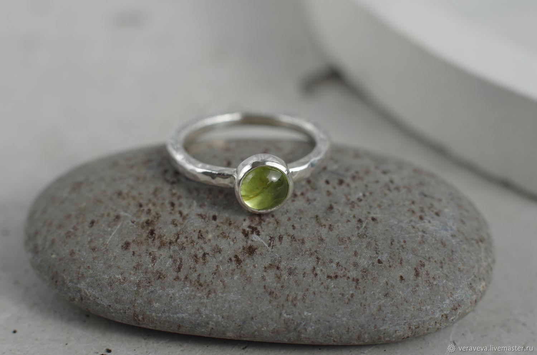 Серебряное фактурное кольцо с хризолитом, Кольца, Санкт-Петербург,  Фото №1