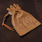 Сувениры и подарки ручной работы. Ярмарка Мастеров - ручная работа Чехол для флешки Именной мешочек для подарка Кожаный мешочек для рун. Handmade.