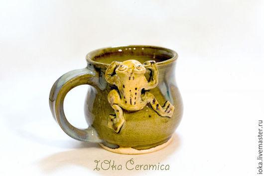 Кружки и чашки ручной работы. Ярмарка Мастеров - ручная работа. Купить Лягушки на кружке. Handmade. Оливковый, Медовый, песочный, желтый