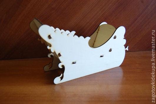 Конфетница `Сани`  (продаются в разобранном виде) Размер: 30-17х10 см Материал: фанера 3 мм