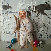 Мини фигурки и статуэтки ручной работы. Ярмарка Мастеров - ручная работа Ватная игрушка в винтажном стиле Мальчик с лыжами. Handmade.