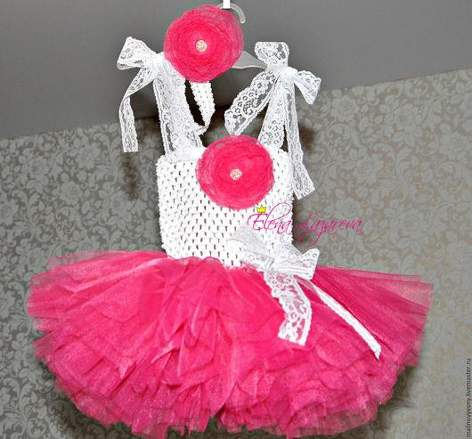 нежнейшее платье для малышки из мягкого фатина цвета `фуксия` с кружевными регулируемыми лямочками и повязочкой - цветком на голову