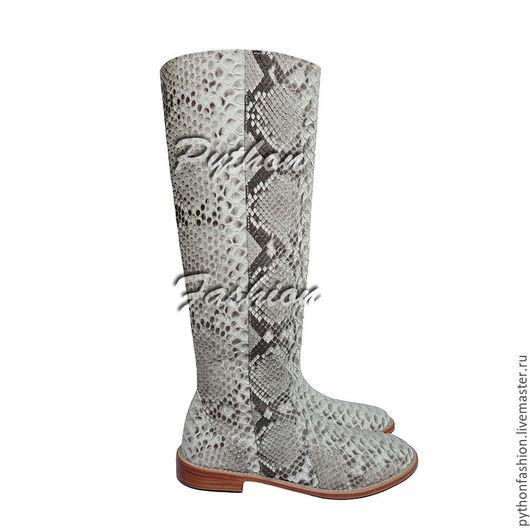 Сапоги из кожи питона. Легкие сапоги из кожи питона. Модные сапоги из питона. Женские сапожки из питона. Красивые питоновые сапожки на молнии. Женская обувь из питона. Сапоги ручной работы из питона.