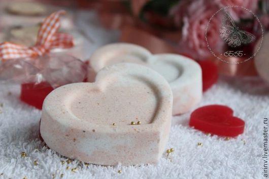 """Бомбы для ванны ручной работы. Ярмарка Мастеров - ручная работа. Купить """"ЛЮБЯЩЕЕ СЕРДЦЕ"""" бомбочка-валентинка. Handmade. Бежевый, валентинка"""