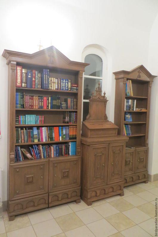 Мебель для храма ручной работы, книжные шкафы и тумба с ящиком для пожертвований. Церковная мебель.