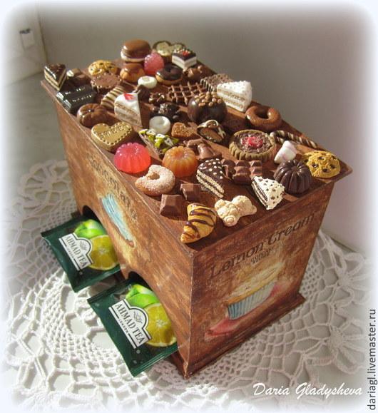 """Кухня ручной работы. Ярмарка Мастеров - ручная работа. Купить Чайный домик """"Cupcakes"""" с миниатюрой. Handmade. Коричневый, для чайных пакетиков"""