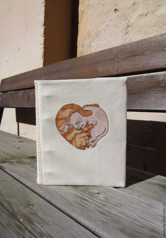 Обложки ручной работы. Ярмарка Мастеров - ручная работа. Купить Вышитая обложка для блокнота, книги, блока. Handmade. Коричневый