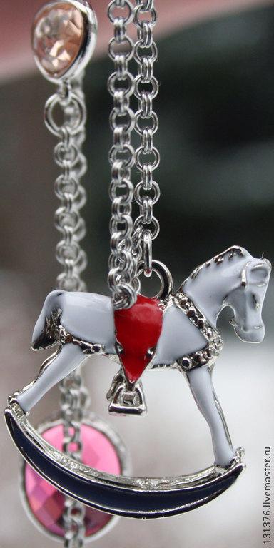 """Кулоны, подвески ручной работы. Ярмарка Мастеров - ручная работа. Купить Кулон на цепочки """"Новогодняя лошадка"""", ювелирное стекло, эмаль. Handmade."""