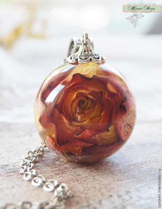 """Кулоны, подвески ручной работы. Ярмарка Мастеров - ручная работа. Купить Кулон-шар 35 мм """"Flaming rose"""" из ювелирной эпоксидной смолы. Handmade."""