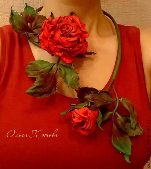 колье из кожи. цветы из кожи. кожаное колье. роза из кожи. красный. украшение из кожи. розы ручной работы. вечернее украшение. крупное украшение. розы из кожи. кожаные цветы. розы