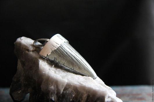 Эзотерические аксессуары ручной работы. Ярмарка Мастеров - ручная работа. Купить Ведьма. Handmade. Серебряный, окаменелость, руна Лагуз, смерть