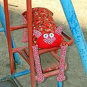 """Куклы и игрушки ручной работы. Ярмарка Мастеров - ручная работа Игрушка-подушка """"Радужный кот"""" клубничный. Handmade."""