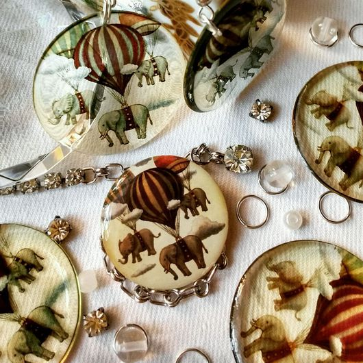 Серьги ручной работы. Ярмарка Мастеров - ручная работа. Купить Слоны на воздушных шарах серьги прозрачные. Handmade. Коричневый, акция