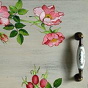 """Для дома и интерьера ручной работы. Ярмарка Мастеров - ручная работа Поднос """"Шиповник"""" роспись уютный дом розовый плоды. Handmade."""