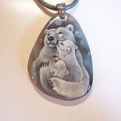 """Украшения ручной работы. Ярмарка Мастеров - ручная работа кулон """"Медведица с медвежатами"""" миниатюрная роспись по камню. Handmade."""