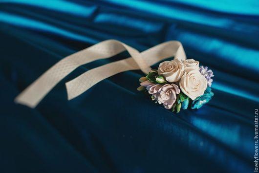 Свадебные украшения ручной работы. Ярмарка Мастеров - ручная работа. Купить Браслет с синим дельфиниумом, фрезией, сиренью, розами ручной работы. Handmade.
