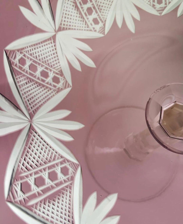 Высокая винтажная ваза, марганцевое стекло