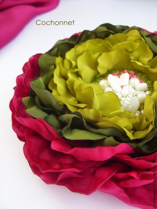 Броши ручной работы. Ярмарка Мастеров - ручная работа. Купить Брошь заколка цветок из ткани фуксия зеленый.. Handmade. Разноцветный