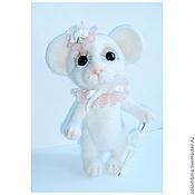 Куклы и игрушки ручной работы. Ярмарка Мастеров - ручная работа Мышка с зонтиком. Handmade.
