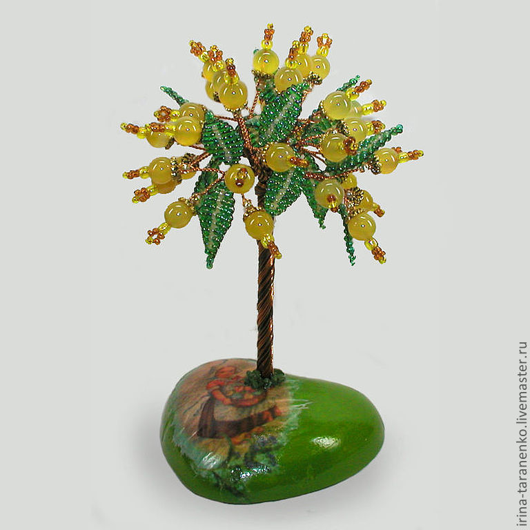 The tree of the opal on the heart