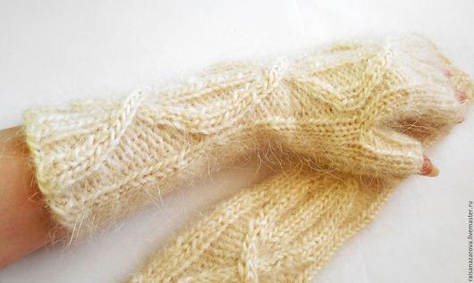Варежки, митенки, перчатки ручной работы. Ярмарка Мастеров - ручная работа. Купить Митенки вязаные пуховые удлинённые Снежные. Handmade.