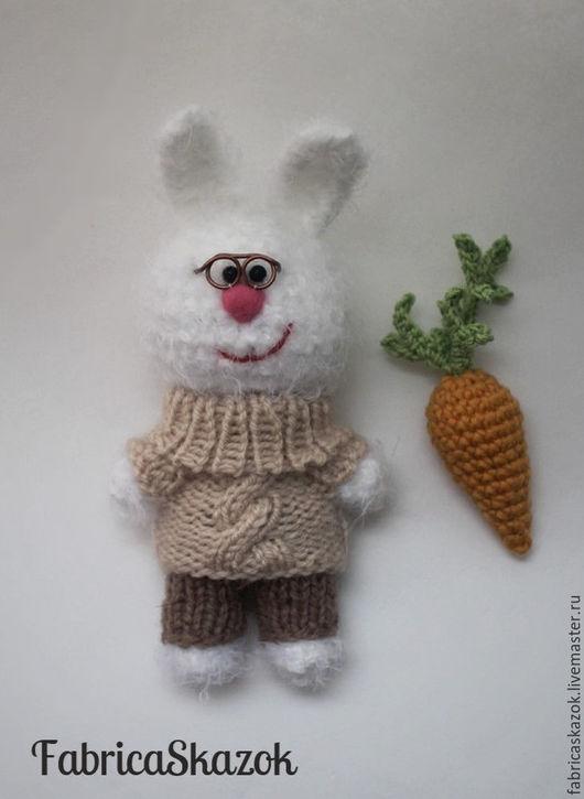 Игрушки животные, ручной работы. Вязаная игрушка Белый зайчик с морковкой, вязаный крючком заяц. FabricaSkazok (Елена). Интернет-магазин Ярмарка Мастеров.
