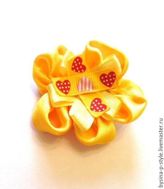 """Детская бижутерия ручной работы. Ярмарка Мастеров - ручная работа. Купить Заколка для девочки """"Желтый цветочек с сердечками"""". Handmade."""
