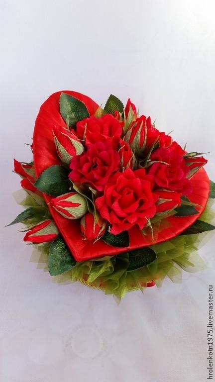 """Букеты ручной работы. Ярмарка Мастеров - ручная работа. Купить Сердце  с розами и конфетами """"Только для тебя """". Handmade."""