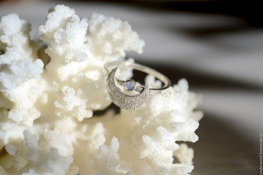 Кольца ручной работы. Ярмарка Мастеров - ручная работа. Купить Серебряное кольцо Лунный серп в белом. Handmade. Серебряный