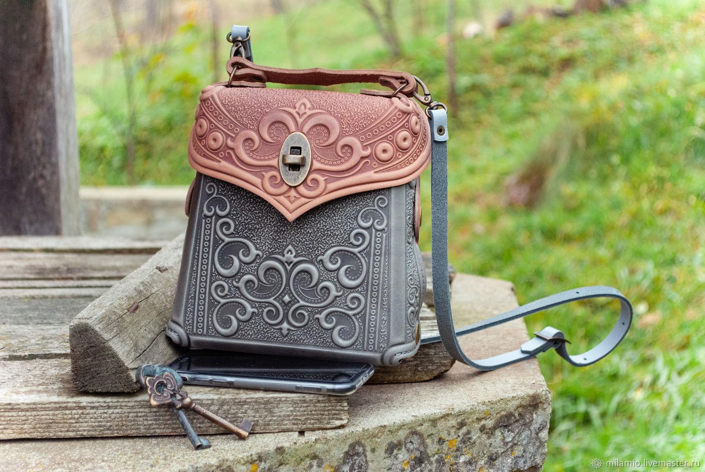 Cумка-рюкзак из кожи с тиснением маленькая серая с пудровым орнамент, Рюкзаки, Косов,  Фото №1