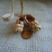 Куклы и игрушки ручной работы. Ярмарка Мастеров - ручная работа миниатюрные лапти из бересты. Handmade.