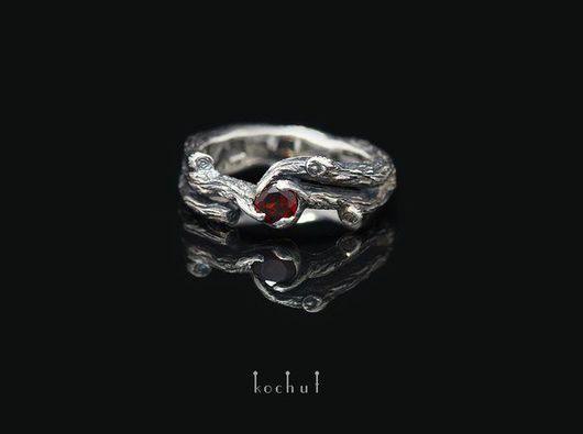Кольцо изготовлено из серебреных веточек - полная копия природных веточек. Авторское украшение, ручная работа.