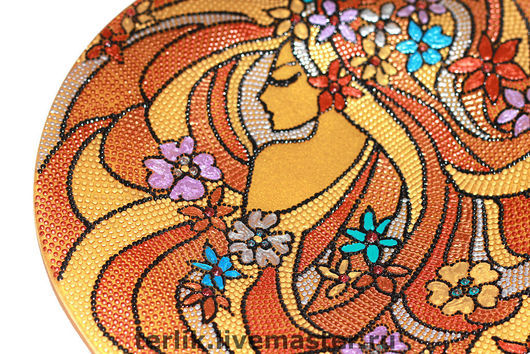 Декоративная стеклянная тарелка,  точечная роспись Сувенир. Весна. Девушка. Оранжевый. Тарелка. блюдо красивый подарок на 8 марта дорогой подарок на 8 марта женщине жене теще подруге