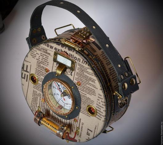 Стимпанк сумка - рюкзак ` Таблетка ` , с часами и паровым накопителем.