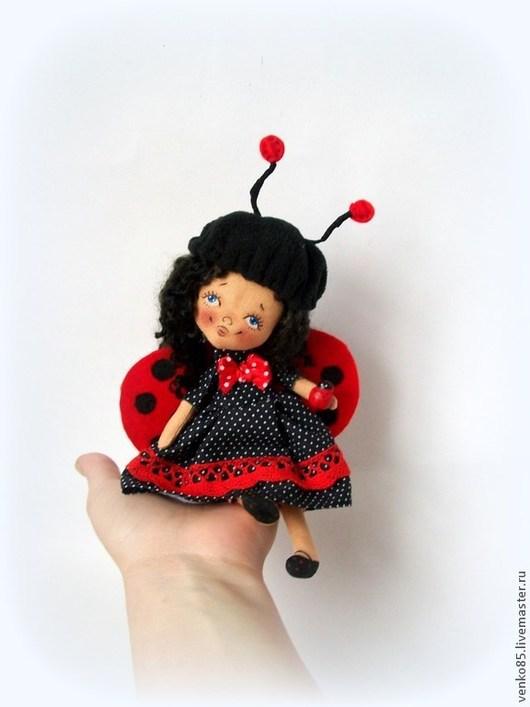Коллекционные куклы ручной работы. Ярмарка Мастеров - ручная работа. Купить Чудо на ладошке Божья Коровка. Handmade. Божья коровка