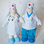 Куклы и игрушки ручной работы. Ярмарка Мастеров - ручная работа Зайки медики. Handmade.