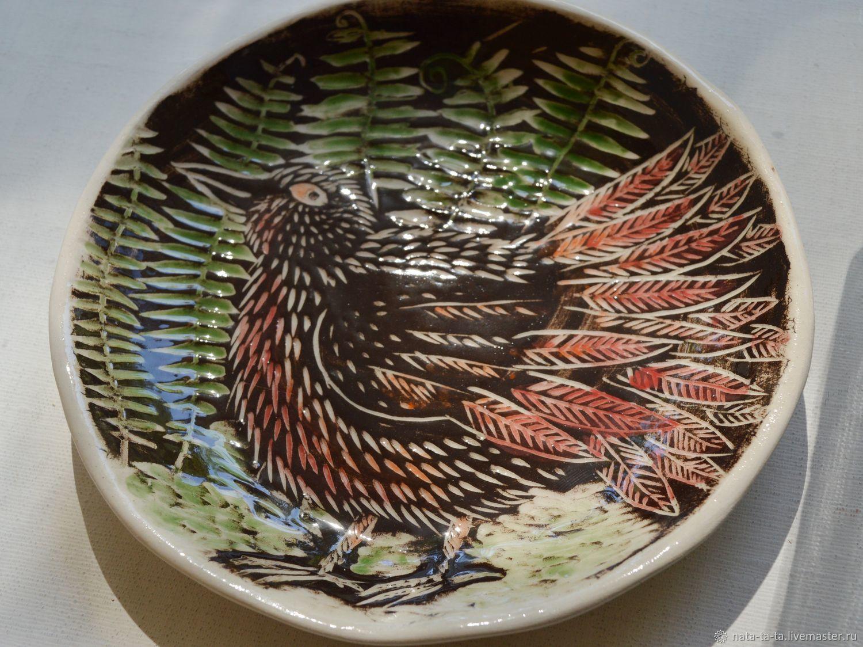 Тарелки ручной работы. Ярмарка Мастеров - ручная работа. Купить Тарелка с птичкой похожей на курочку. Handmade. Керамика, посуда, керамика