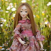 Куклы и игрушки ручной работы. Ярмарка Мастеров - ручная работа Рози (из серии Весенние Садовницы). Шарнирная кукла ручной работы. Handmade.