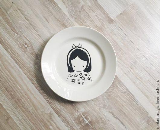 Тарелки ручной работы. Ярмарка Мастеров - ручная работа. Купить Тарелка Куколка Faien. Handmade. Белый, тарелка, посуда, подарок