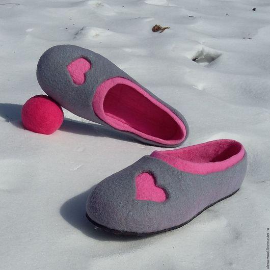 Обувь ручной работы. Ярмарка Мастеров - ручная работа. Купить Тапочки Сердешные. Handmade. Серый, Тапочки ручной работы