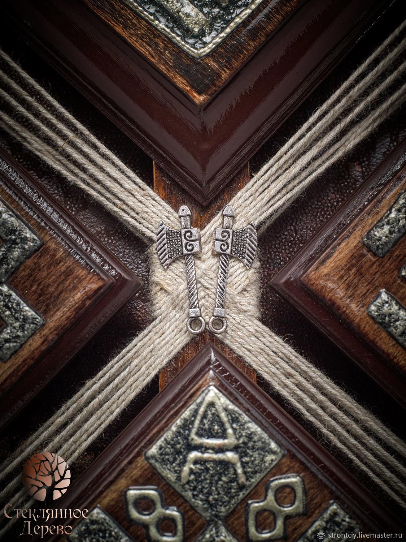 `Коловрат` обережное талисман-панно в славянском стиле для мужчины (эксклюзивное авторское панно из дерева с имитацией старого серебра и чеканки)