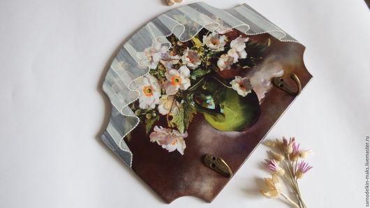 """Кухня ручной работы. Ярмарка Мастеров - ручная работа. Купить Вешалка для кухни """"Ваза с цветами"""". Handmade. Коричневый, вешалка настенная"""